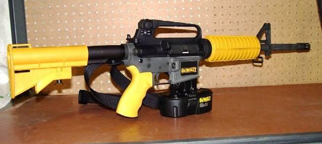 pistolet clous dewalt sort l 39 artillerie lourde. Black Bedroom Furniture Sets. Home Design Ideas
