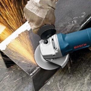 La Bosch Meuleuse 1400W GWS 1400 en pleine action
