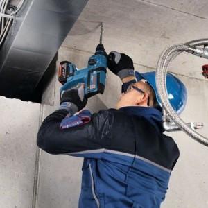 bosch perforateur burineur SDS-Plus 18V GBH18V-EC 5Ah en action sur du béton