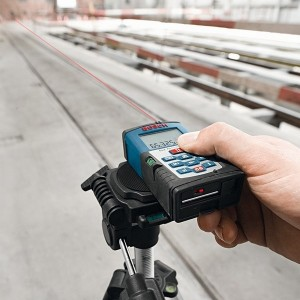 Mesure sur trépied avec le Télémètre laser DLE70 Bosch