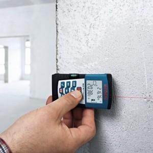 Mesure d'un mur avec le Télémètre laser DLE70 Bosch