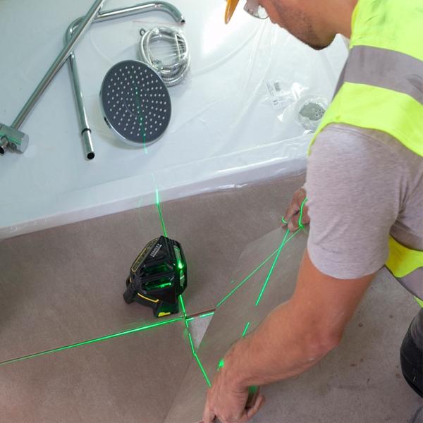 STANLEY Niveau laser multiligne X 3G-360° Vert - FMHT1-77356 sur un chantier