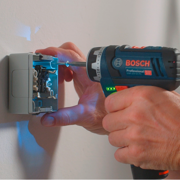 Test de la BOSCH Perceuse visseuse GSR12V-15FC set 2x2Ah