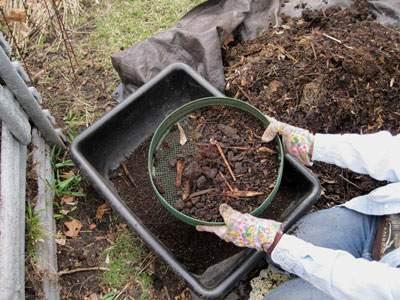 tamis dans un jardin, outil paysagiste conseil outillage